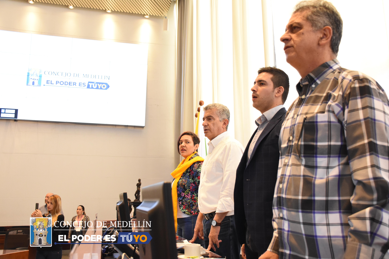 De izquierda a derecha: la vicepresidenta primera, Dora Cecilia Saldarriaga; el presidente del Concejo, Luis Bernardo Vélez; el secretario de Gobierno delegado, Esteban Restrepo Taborda y el vicepresidente segundo, Carlos Alberto Zuluaga