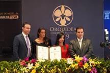 Concejales de Medellín con los ganadores del premio Orquídea Concejo de Medellín