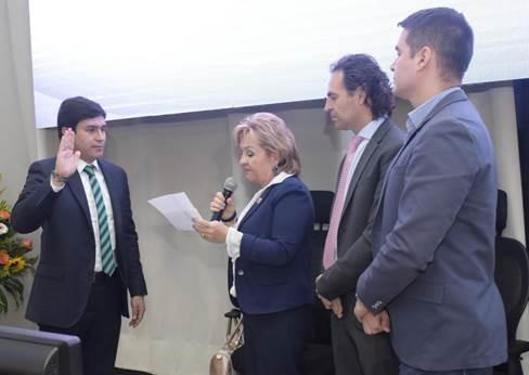 El concejal Jaime Alberto Mejía Alvarán durante su juramento como Presidente para la vigencia 2019