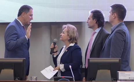 El concejal Ricardo León Yepes Pérez durante su juramento como Vicepresidente Primero para la vigencia 2019